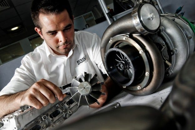 Renault обвини Red Bull за двигателите