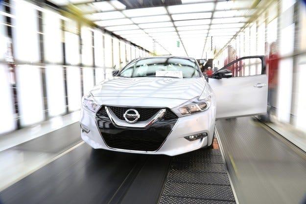 Nissan започна серийно производство на новия седан Maxima