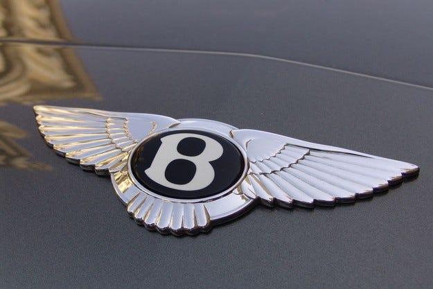 Bentley планира да разработи нов компактен кросоувър