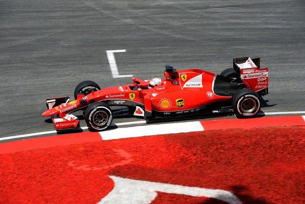 Екълстоун дава близо 100 милиона бонуси на Ferrari