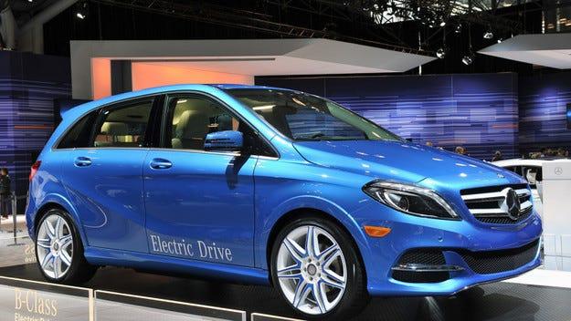 Daimler разработва безжично зареждане на електромобили
