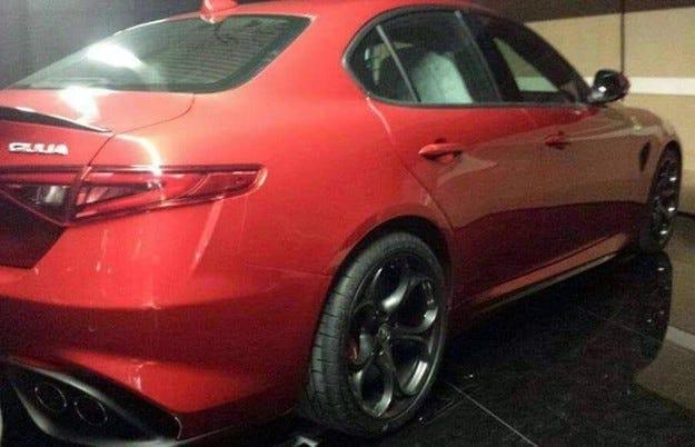 Издебнаха седана Alfa Romeo Giulia без камуфлаж