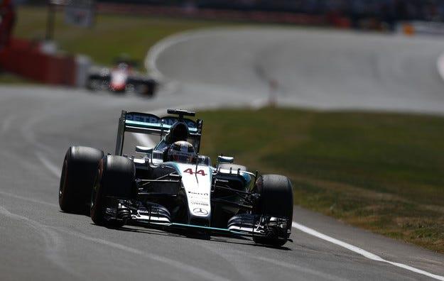 Гран при на Великобритания: Хамилтън спечели полпозишъна