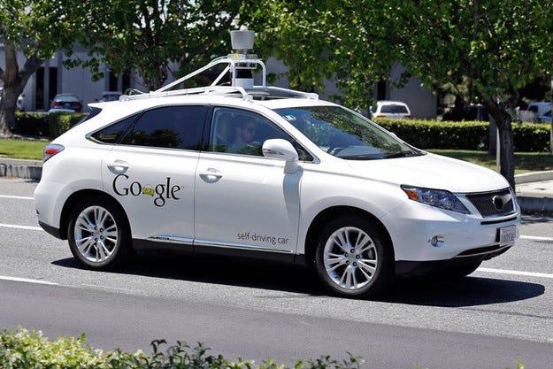 Автомобил на Google за първи път в катастрофа с жертви