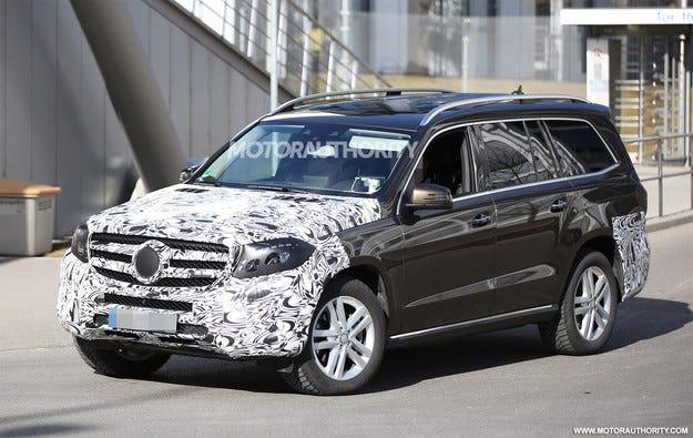 Показаха новия кросоувър Mercedes-Benz GLS на видео