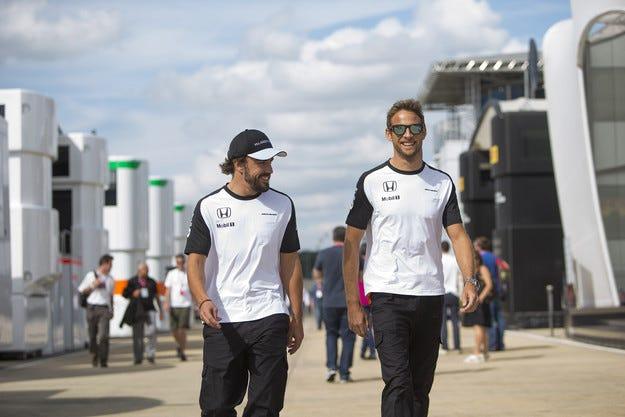 Наказват Бътън и Алонсо заради новите двигатели на Honda