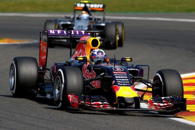 Red Bull ще задържи и двамата си пилоти