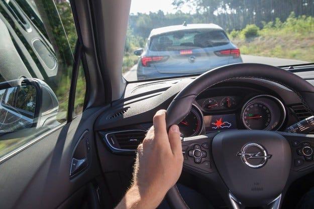 Новият Opel Astra: Авангардни системи за безопасност