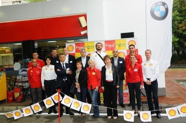 Висши мениджъри от Shell България  обслужват клиенти