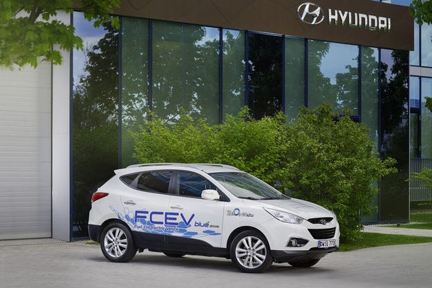 Hyundai Motor прави история: Дарява Fuel Cell ElectricVehicle