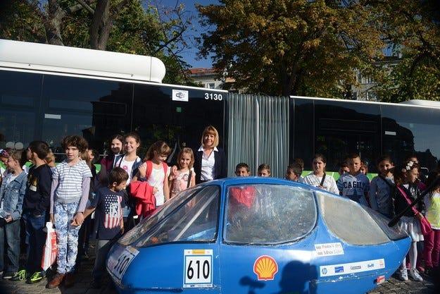 Студенти от ТУ-София показват визията на Shell Eco-marathon