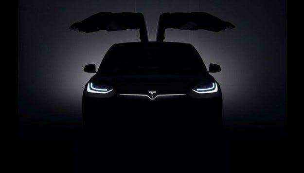 Tesla пусна официален тийзър на първия си кросоувър