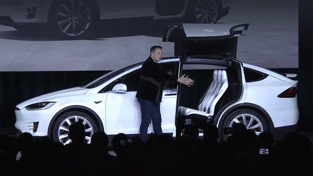 Компанията Tesla измисли името на нов базов кросоувър