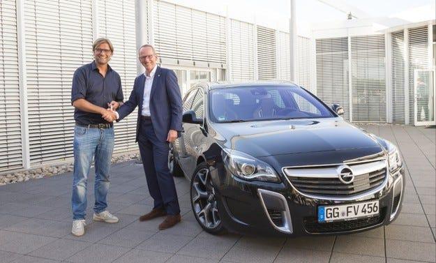 Юрген Клоп сменя клуба, но не и своя автомобил