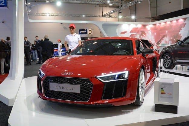 Порше България показа суперавтомобила Audi R8