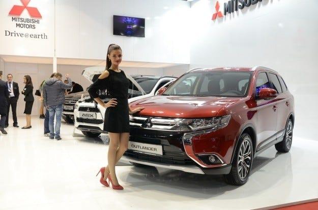 Два SUV модела с едно име на щанда на Mitsubishi
