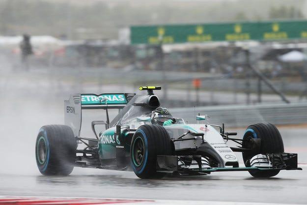 Гран при на САЩ: Розберг взе хаотичната квалификация