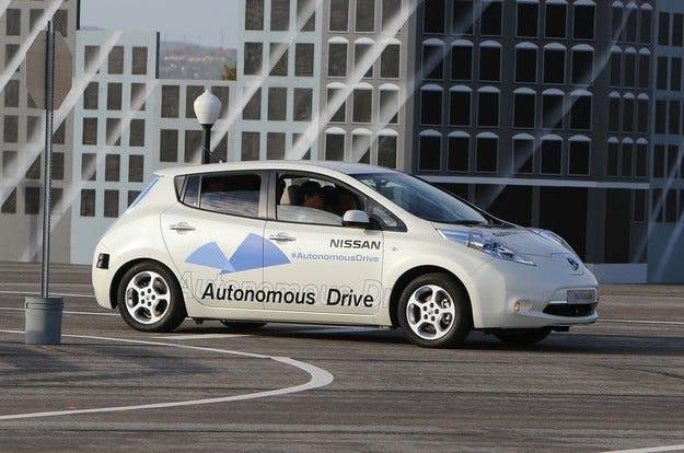 Nissan постави автопилот върху електромобила Leaf