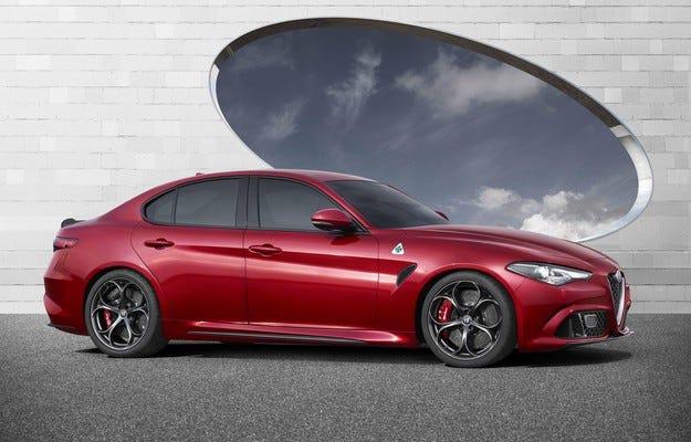 Alfa Romeo ще забави седана, стартира кросоувъра