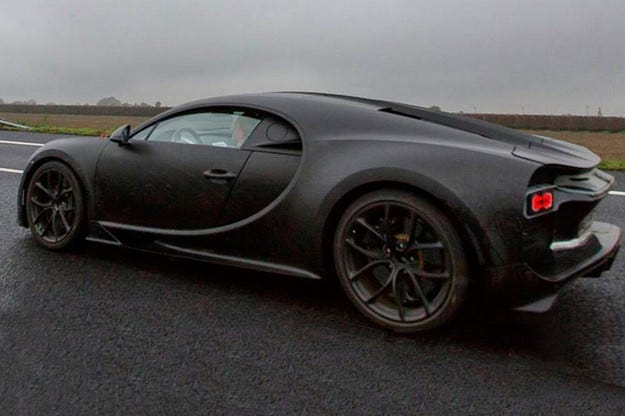 Издебнаха суперавтомобила Bugatti Chiron без камуфлаж