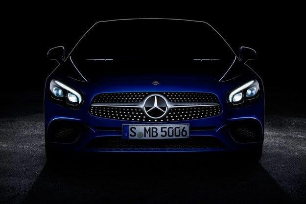 Mercedes пусна първото изображение на обновения SL