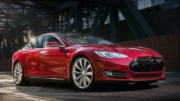 Tesla обяви сервизна кампания за всички коли Model S
