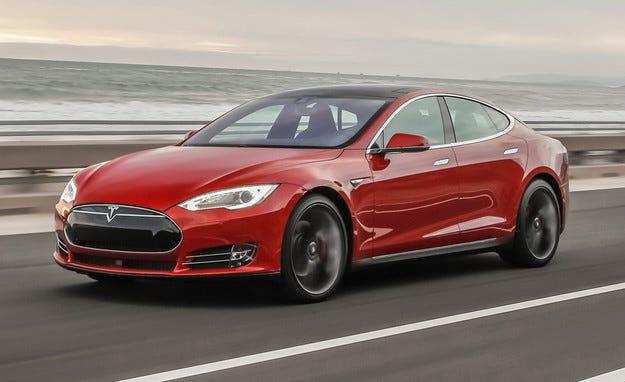 Tesla коригира данните за мощността на моделите си
