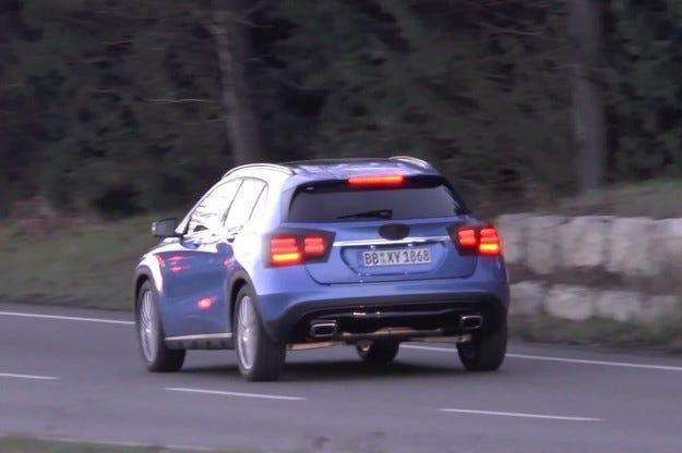 Обновеният кросоувър Mercedes GLA за първи път на тестове