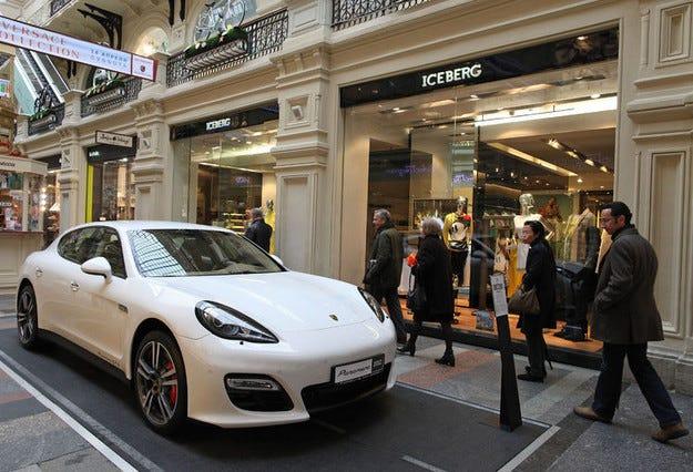 Продажбите в Русия се сгромолиха с 43% през ноември