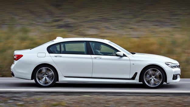 Флагманът BMW M760Li ще се появи до края на 2016 г.