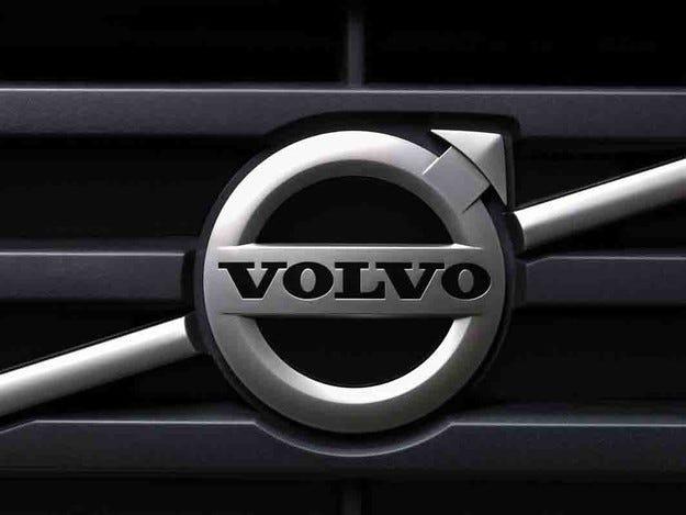 Volvo пуска компактния кросоувър XC40 през 2017 г.