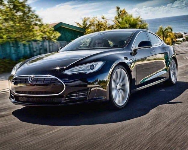 Eлектромобилът Tesla излиза самостоятелно от гаража