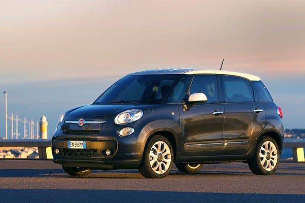 Продадоха автомобила на папата Fiat 500L за 75 000 евро