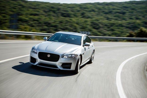 """Jaguar XF стана """"Най-добър директорски автомобил"""""""