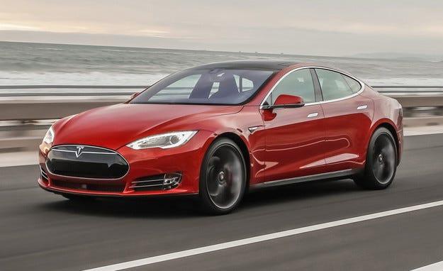 Обновената Tesla Model S този месец с по-мощна батерия