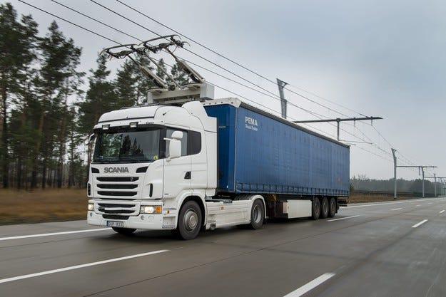В Швеция тестват електрическа магистрала за камиони