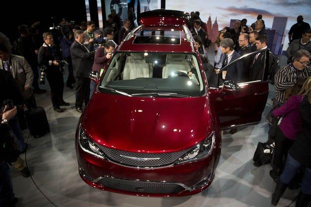 Електрическият Chrysler Pacifica дебютира в Лас Вегас
