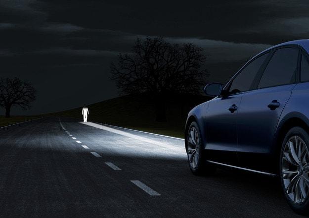 Автомобили Ford разпознават пешеходци през нощта