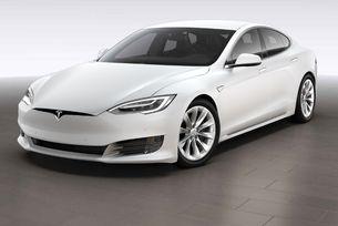 Собственици на Tesla се оплакват от проблеми с автопилота