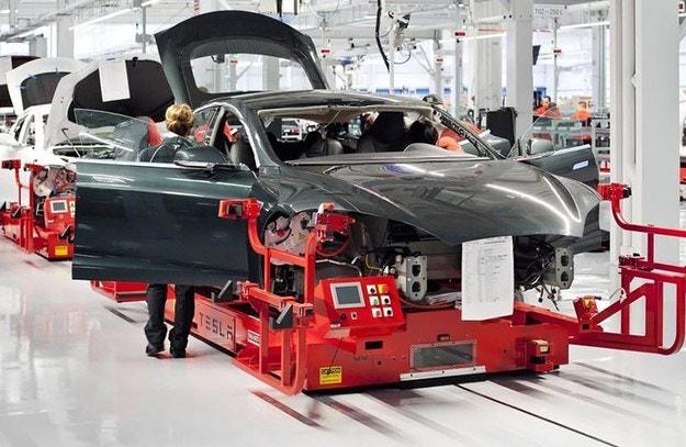 Работници на Tesla се оплакват от условията на труд