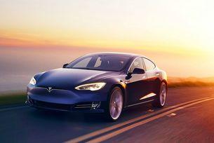 Tesla Model S измина без дозареждане над 900 км
