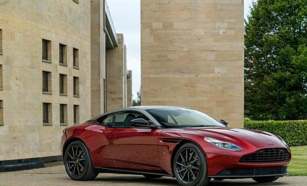 Посветиха уникален Aston Martin DB11 на Кралската регата
