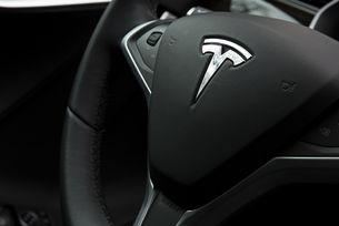 Автомобил Tesla с автопилот катастрофира в САЩ