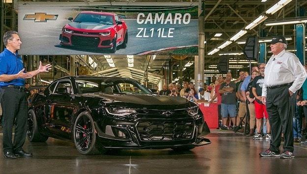 Собственикът на NASCAR купи първото Camaro ZL1 1LE