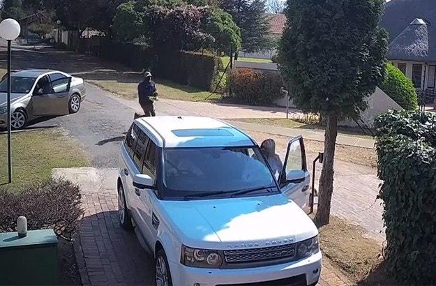 Автоапаши нападнаха собственици на Range Rover в ЮАР