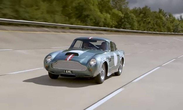 Aston Martin тества на писта възроден автомобил