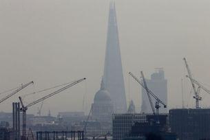 Лондон въведе такса за най-замърсяващите коли
