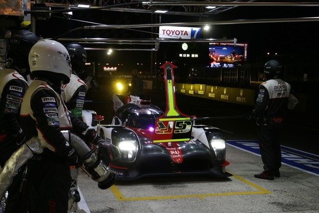 Алонсо ще тества за Toyota в Бахрейн