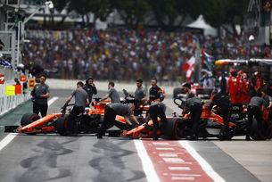 Pirelli отмени теста с McLaren в Бразилия