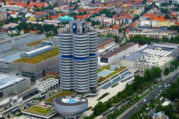 BMW подготвя 25 хибрида и електромобила